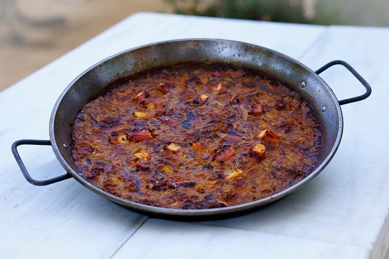 Paella de polp tomaca seca i allets tendres