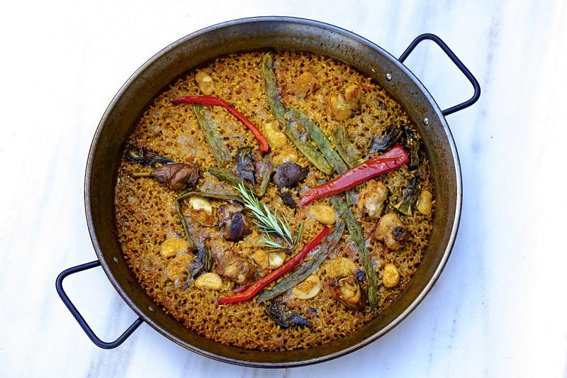 Paella tradicional de temporada